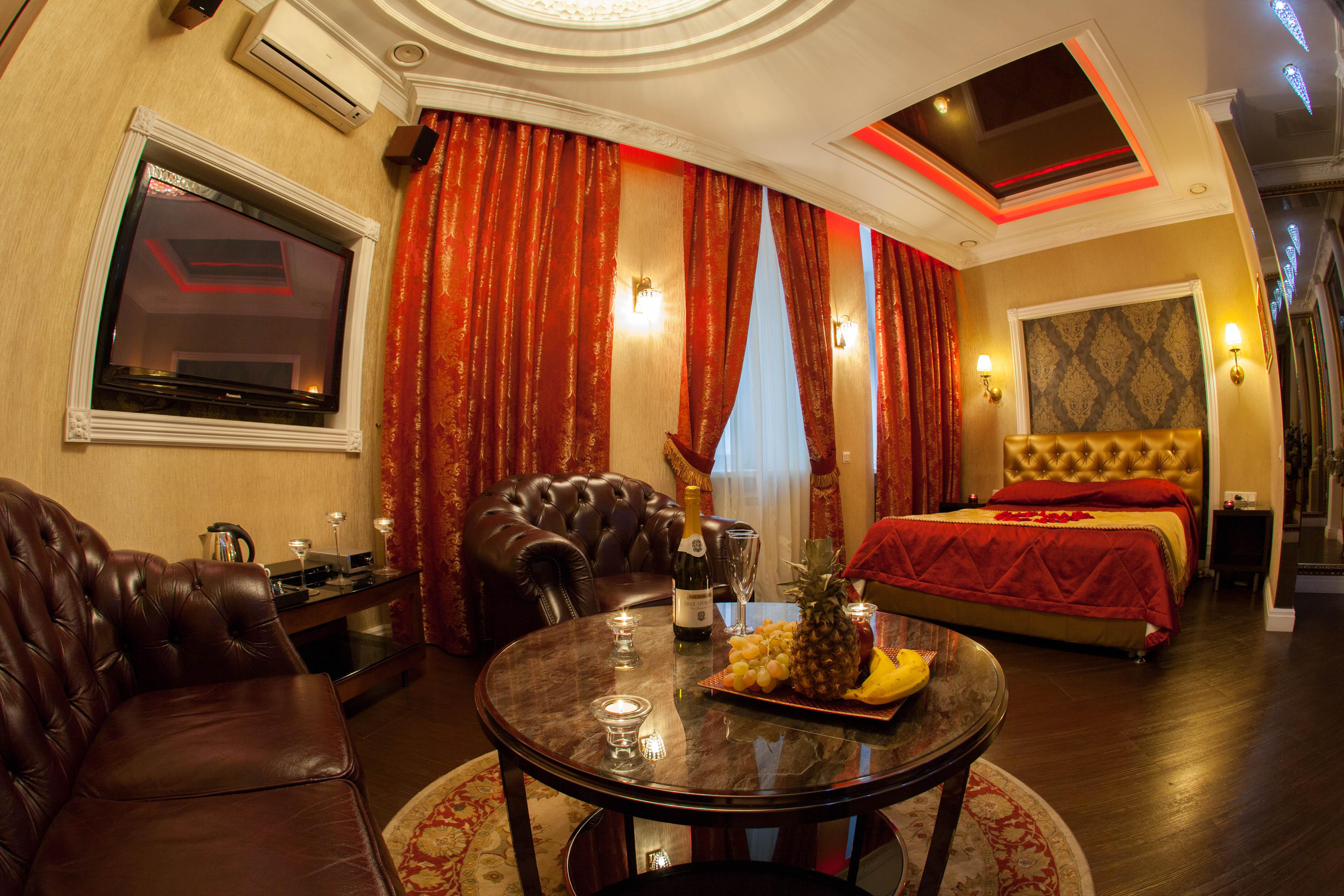 Яхонтовая гостиная комната в отеле Премиум